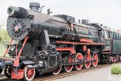 Vecchio treno della locomotiva a vapore nera d'annata immagini stock