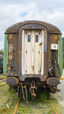 Vecchio treno spettrale, lasciato all'officina abbandonata Immagini Stock
