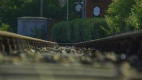 Vecchio treno storico 4K della locomotiva a vapore della ferrovia a scartamento ridotto archivi video
