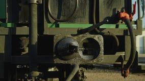 Vecchio treno storico 4K della locomotiva a vapore della ferrovia a scartamento ridotto video d archivio