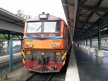 Vecchio treno tailandese, stazione ferroviaria di Hadyai, Tailandia Fotografia Stock