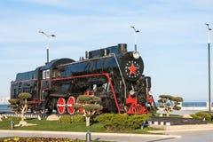 Vecchio treno a vapore nel parco di spiaggia a Bacu, Azerbaigian Immagine Stock