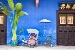 Vecchio triciclo del risciò vicino a Fatt Tze Mansion Fotografie Stock Libere da Diritti