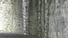 Vecchio tunnel abbandonato con luce alla fine archivi video
