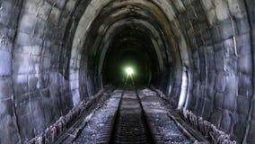 Vecchio tunnel 4 del treno della montagna video d archivio