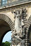 Vecchio tunnel scolpito storico Francia della strada della statua Fotografie Stock