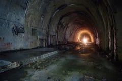 Vecchio tunnel sommerso abbandonato di drenaggio Fotografia Stock