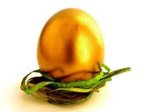 Vecchio uovo di Pasqua dorato Fotografia Stock