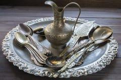 Vecchio utensile d'argento d'annata della cucina con gli ornamenti Fotografia Stock Libera da Diritti