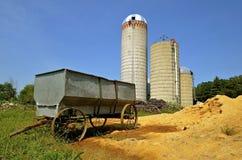 Vecchio vagone del grano a ruote acciaio fotografie stock libere da diritti