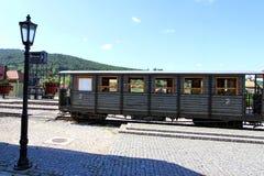 Vecchio vagone del treno nella stazione immagine stock
