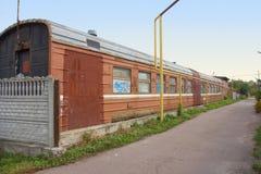 Vecchio vagone del treno rifatto in casa, Korosten, Ucraina fotografie stock libere da diritti