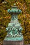 Vecchio vaso dell'annata nella sosta di Praga fotografia stock