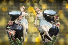 Vecchio vaso gemellato decorato con le figure della porcellana Immagine Stock Libera da Diritti