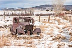Vecchio veicolo dilapidato fotografia stock