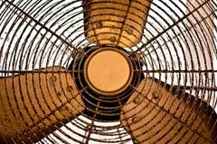 Vecchio ventilatore da appartamento arrugginito immagini stock