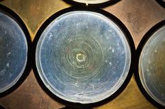 Vecchio vetro macchiato - chiesa antica della finestra fotografia stock