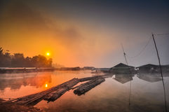 Vecchio viallage sul fiume Fotografia Stock