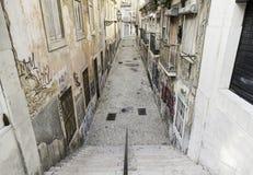 Vecchio vicolo Lisbona Immagini Stock