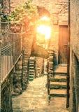 Vecchio vicolo stretto in Giglio Castello - vicolo italiano antico in gi Fotografie Stock Libere da Diritti