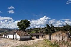 Vecchio villaggio dell'azienda agricola negli altopiani andini Fotografia Stock