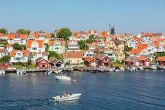 Vecchio villaggio della costa sulla costa ovest svedese immagini stock libere da diritti