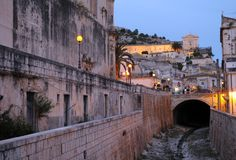 Vecchio villaggio della Sicilia fotografie stock