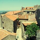 Vecchio villaggio di pietra con i tetti di mattonelle rosse (Portogallo) fotografie stock libere da diritti