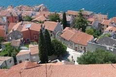 Vecchio villaggio di pietra con il mare nella priorità bassa Immagine Stock Libera da Diritti