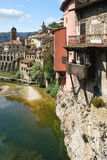 Vecchio villaggio europeo pittoresco con le case d'attaccatura Fotografia Stock Libera da Diritti