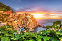 Vecchio villaggio Manarola, costa dell'Italia Fotografia Stock