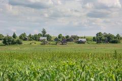 Vecchio villaggio, paesaggio di estate Fotografie Stock Libere da Diritti