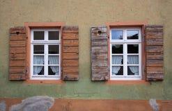 Vecchio Windows ed otturatori Fotografie Stock Libere da Diritti