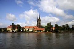 Vecchio Wroclaw della città al fiume Odra Immagini Stock Libere da Diritti