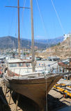 Vecchio yacht che subisce le riparazioni Immagine Stock Libera da Diritti