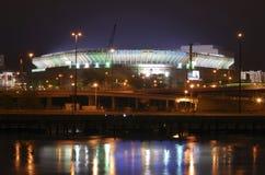 Vecchio Yankee Stadium alla notte fotografie stock