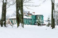 Vecgulbene säteri i vinter i Gulbene, Lettland Fotografering för Bildbyråer