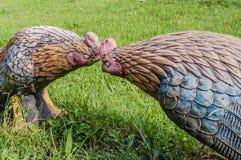 Vechtend Kippenstandbeeld stock afbeelding