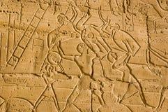 Vechtend met Schilden, Ramesseum, Luxor stock afbeelding