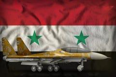 Vechter, interceptor met woestijncamouflage op de Syrische Arabische de vlagachtergrond van de staat van de Republiek 3D Illustra stock illustratie