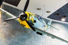 Vechtersvliegtuig me-109 door Duitsland in Wereldoorlog II in het Witrussische Museum wordt gebruikt dat Stock Afbeeldingen