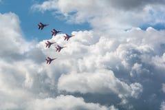 Vechtersvliegtuigen die in vorming vliegen Stock Afbeelding