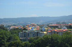 Vecindad colorida en Vigo imagen de archivo