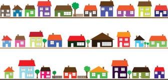 Vecindad con los hogares coloridos Imagenes de archivo