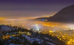Vecindad de Brasov y de Scheii, opinión de la noche Imagen de archivo