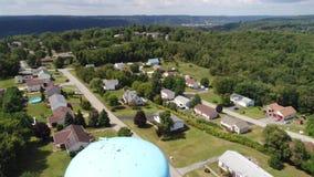 Vecindad de establecimiento aérea reversa de Pennsylvania del tiro almacen de metraje de vídeo