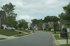 Vecindad de la comunidad de casas en suburbios Imagenes de archivo