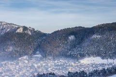 Vecindad de Scheii Brasov, paisaje del invierno Imagen de archivo libre de regalías