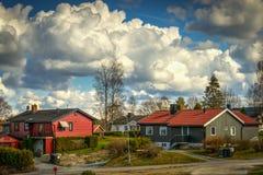 Vecindad nublada del día Imagenes de archivo