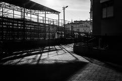 Vecindad que amenaza con las sombras del anhelo Imagenes de archivo